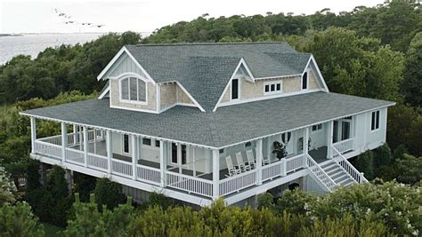 House With A Wrap Around Porch by Emily Thorne S Beach House In The Hamptons On Quot Revenge Quot