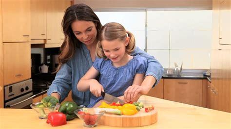 faire cuisine enfant comment faire manger des l 233 gumes aux enfants la femme
