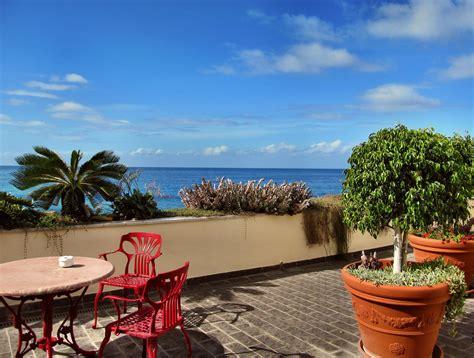 bilder mediterran mediterrane terrasse ein hauch sommer sonne und s 252 dsee