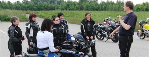 Motorrad Fahrsicherheitstraining F R Frauen sicherheitstraining f 252 r frauen auf almoto motorrad reisen