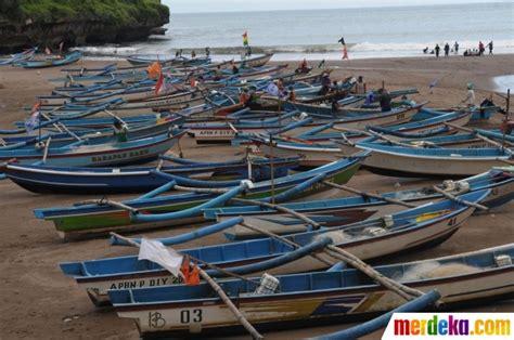 foto potret kehidupan nelayan tradisional  pantai