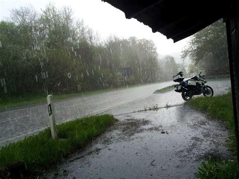 Motorradfahren Bei 35 Grad by 6 Probleme Die Dich Im Herbst Mit Dem Motorrad Erwarten