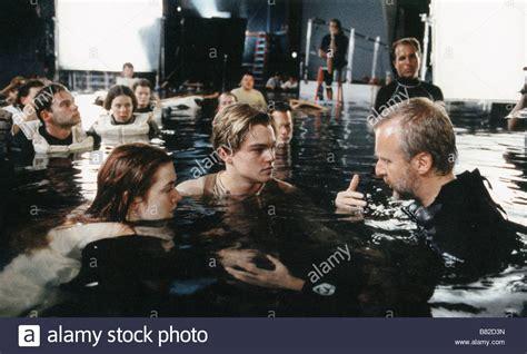 titanic film dicaprio james cameron leonardo dicaprio kate winslet on the set of