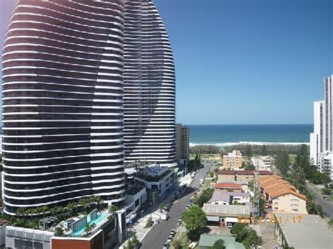 gold coast appartment outdoor pool picture of meriton serviced apartments