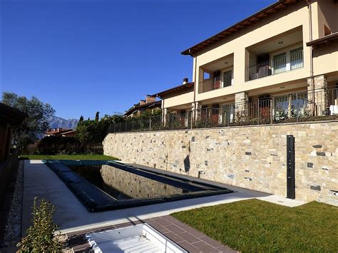villette con piscina e giardino lago di como mezzegra villetta con giardino e piscina
