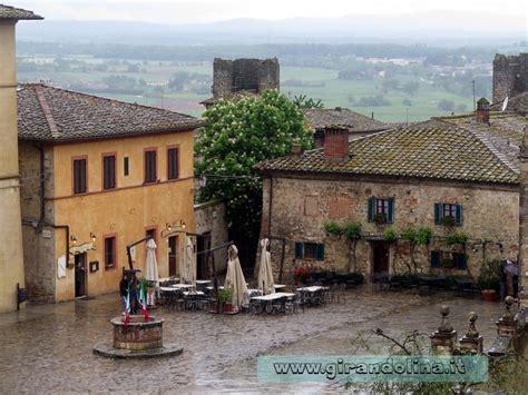 di monteriggioni siena dintorni da vedere il borgo di monteriggioni