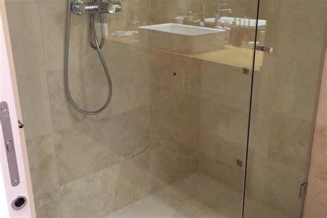 piatto doccia travertino doccia in marmo travertino damioli stile srl
