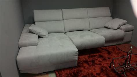 pulizia divani come pulire il divano alcantara pulizia divano alcantara