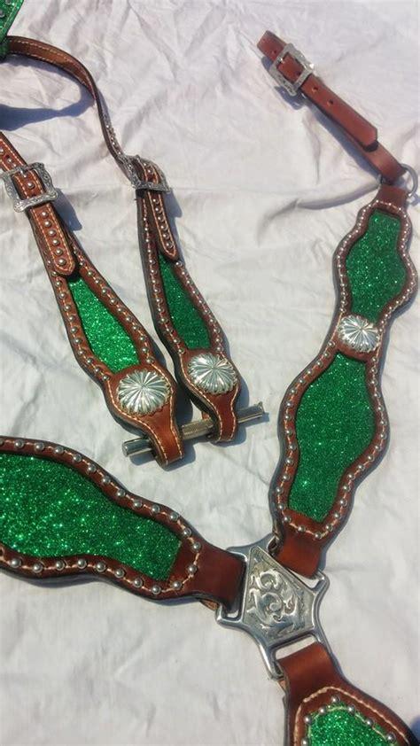 Set As Greeny green sparkle tack set