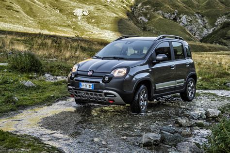 fiat 4x4 panda fiat subtly refreshes 2017 panda order books now open 31