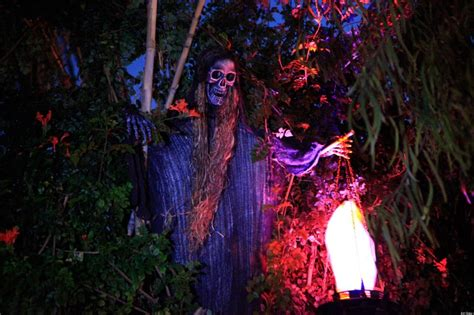 haunted houses for halloween halloween haunted houses la s best hayrides mazes scary homes videos photos