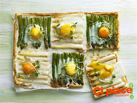 come cucinare asparagi con uova quadrati di sfoglia con asparagi e uova ci piace cucinare