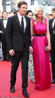 Kirsten Dunst and Garrett Hedlund hold hands as they enjoy