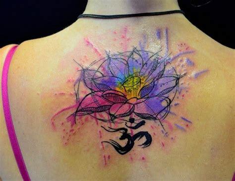 watercolor ohm flor de loto con el signo om en acuarelas tatuajes para