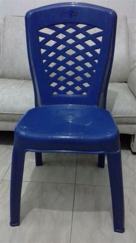 Kursi Plastik Di kursi plastik sandaran silang merk blueshark selatan