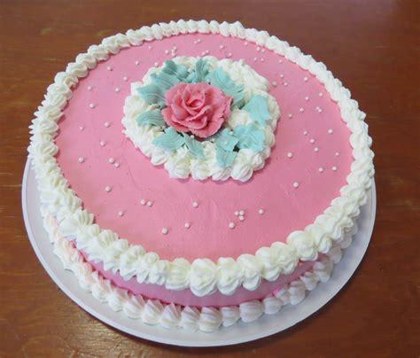 como decorar pasteles con rosas pastel de 3 leches cubierto con crema chantilly y decorado