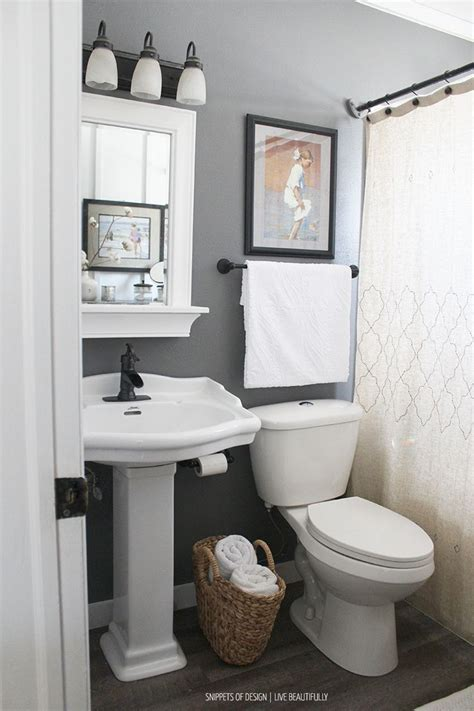 Ideas For Small Bathrooms Makeover by Best 25 Small Bathroom Makeovers Ideas On