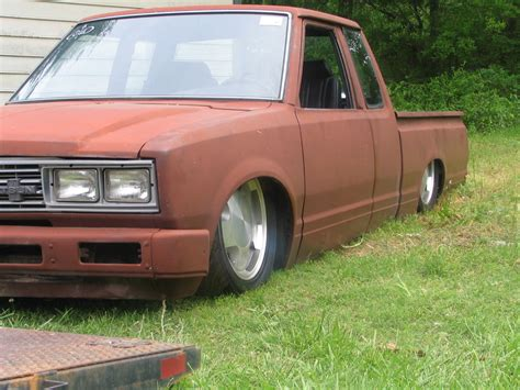 bagged nissan 720 2low4 s10s 1983 datsun 720 specs photos modification