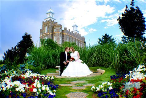 Wedding Pictures on LDS Temple Grounds   LDS Wedding Planner