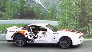 Hotwheels 10 Ford Shelby Gt500 White 2015 colford10