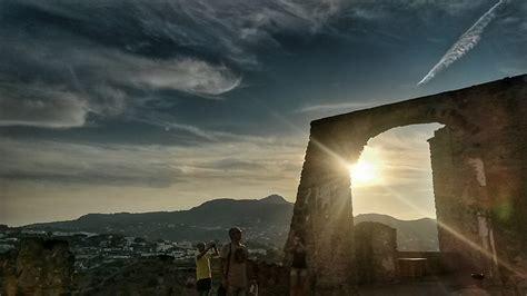 turisti per caso ischia tramonto sul aragonese di ischia viaggi