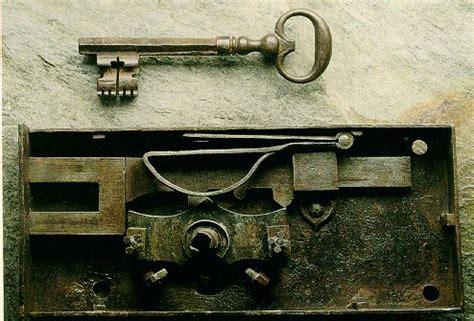 serrature antiche per mobili le antiche chiavi la serratura restauro arte e antiquariato