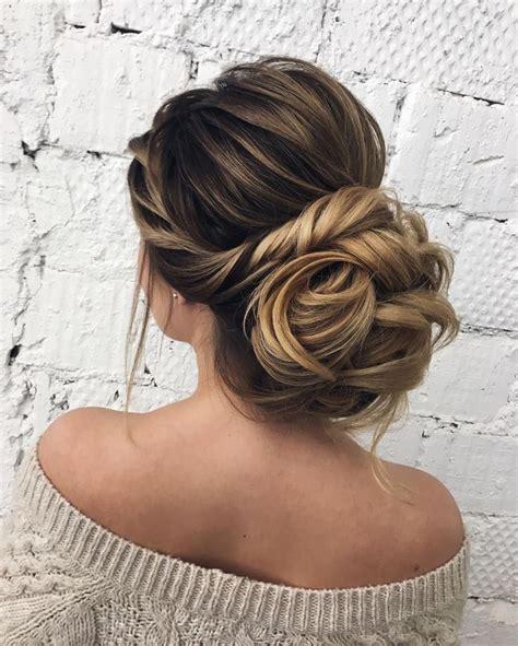 Wedding Hairstyles For Sweetheart Neckline by Best 25 Wedding Hair Ideas On