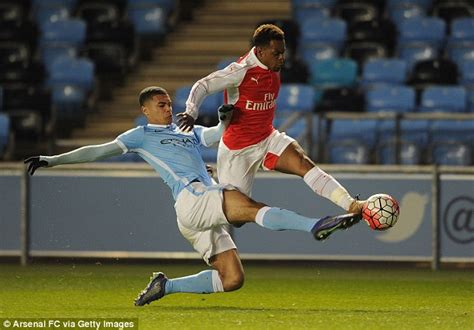 arsenal youth west ham united close to completing deal for arsenal youth