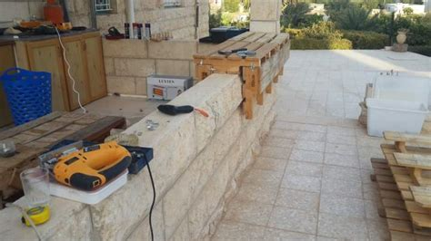 Diy Bar Counter Diy Outdoor Bar From Pallets Auberg Inn The House Of