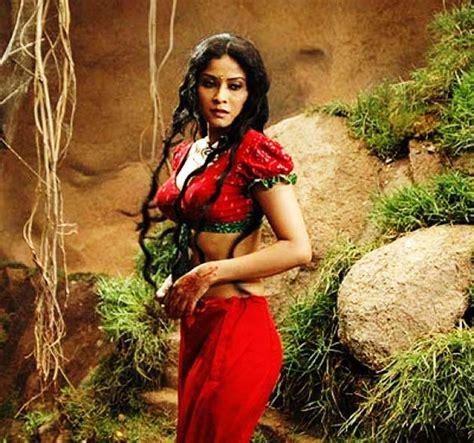 biography of movie rang sensuous nandana in controversial rang rasiya