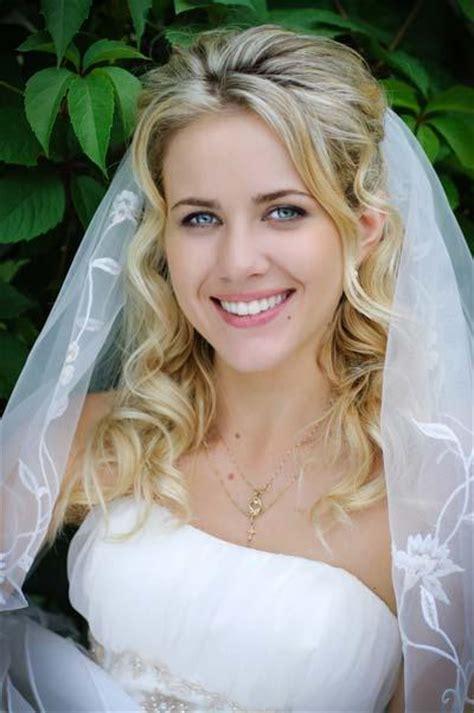 Hochzeitsfrisur Blond by Fotos De Peinados Para Novias Con Velo Paperblog