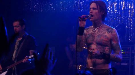 buckcherry sorry video buckcherry quot sorry quot live at the phase 2 club 8 24 12