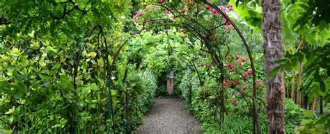 giardini segreti dietro il portone c 232 un tesoro alla scoperta dei