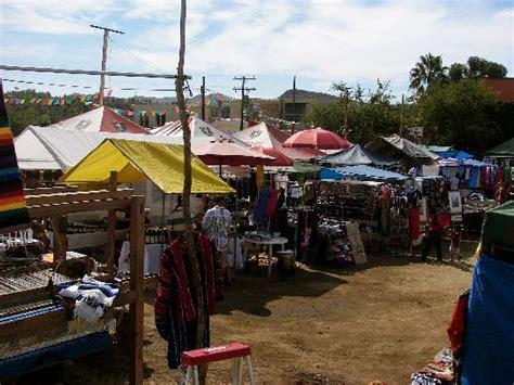outdoor flea market with great deals foto di todos