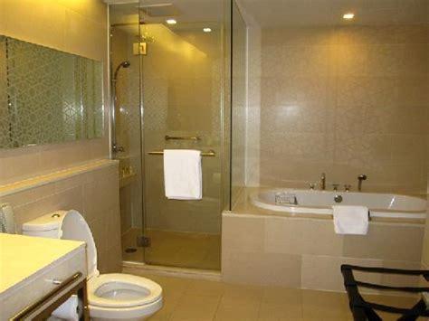 bathroom with shower and toilet design feature royale toilet bath תמונה של anantara sathorn bangkok hotel