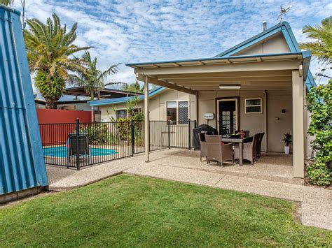 dog friendly houses surf club house petfriendly holiday houses