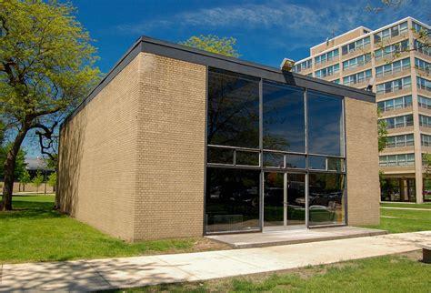 Illinois Institute of Technology, Robert F. Carr Memorial