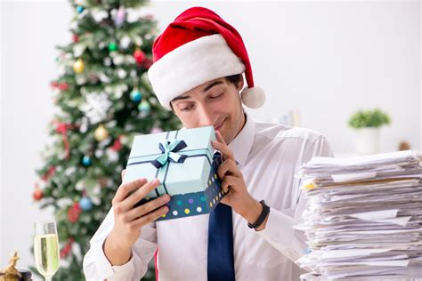 gift guide for employees overgifting a gift budget guide small gift ideas for your employees