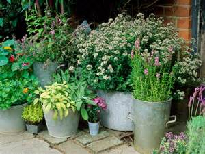Herb Container Garden Ideas Container And Small Space Gardening Diy Garden Projects Vegetable Gardening Raised Beds