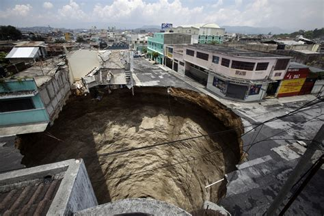 Where Are The Sink Holes In Florida by Sinkholes Sinkholes Pictures Cbs News