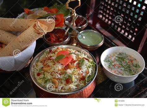 d饕uter en cuisine indisches biryani lizenzfreies stockfoto bild 3513255