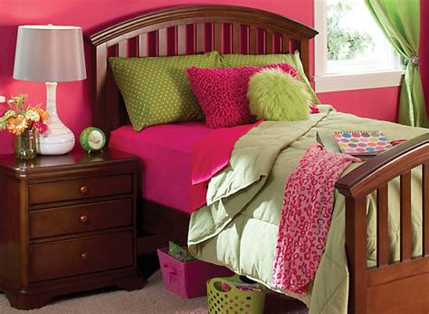 color story decorating with lime green complementary