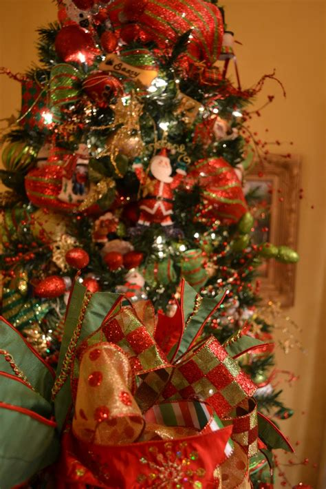 decorating with mesh ribbon for christmas kristen s creations decorating a tree with mesh ribbon tutorial