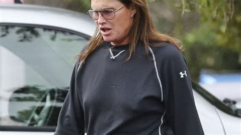 info on bruce jenner transitioning report bruce jenner transitioning into a woman truth