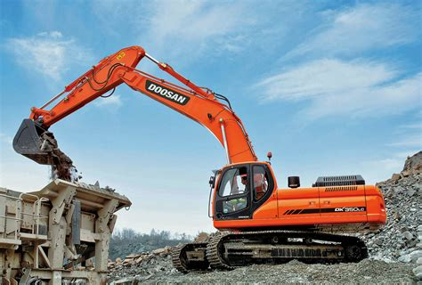 doosan infracore matches breaker frequency to ground