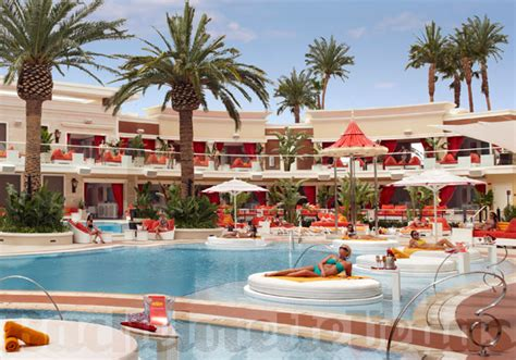 encore beach club couch encore beach club pool party bachelorette vegas
