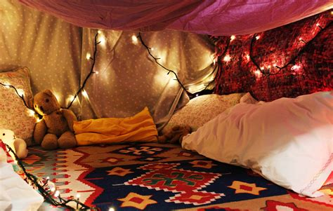 Pillow Blanket Fort by Try To Make The Most Elaborate Blanket Fort Possible And