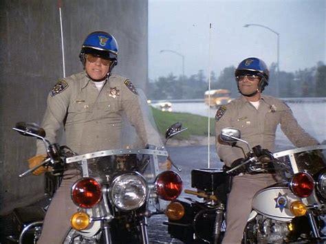 Die Motorrad Cops Online by Die Motorrad Cops Von Quot Chips Quot Kommen 2017 Ins Kino