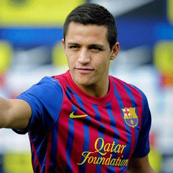 alexis sanchez real height alexis sanchez bio born age family height and rumor