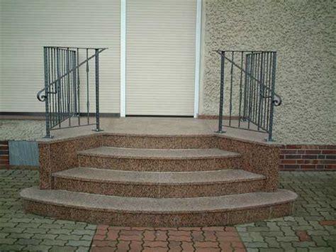 minimalistische häuser idee freitragend treppe